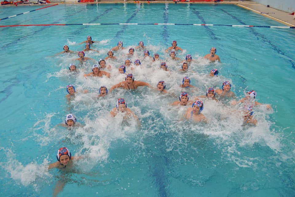 https://foivoswaterpolo.gr/wp-content/uploads/2017/11/72625945_2793138237377631_6359546379991252992_n.png